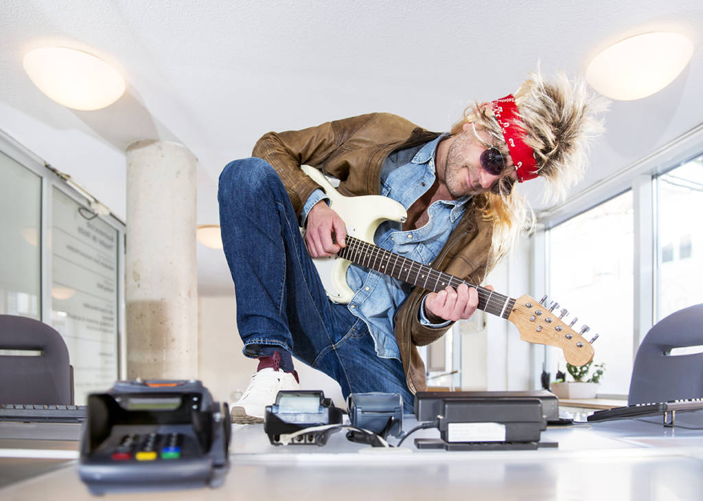 Rockstar Employees Hiring Desk Guitar 1024x729 - How to Get Employees Who Will Be Rock Stars
